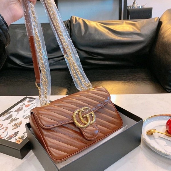 グッチブランド斜め掛けカバンレディース高品質なチェーンバッグ大人っぽいハンドバッグおしゃれファッションアイテムバッグブランド