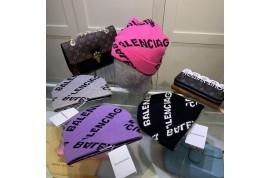 ファッションハイブランドchanelカチューシャと balenciagaニット帽
