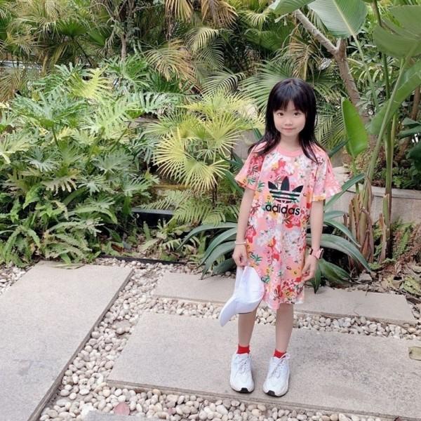 アディダスおしゃれ子供服 上下セットハイブランド女の子ゆったり花柄ワンピースピンクtスカート姉妹服 半袖ハーフズボンスーツ