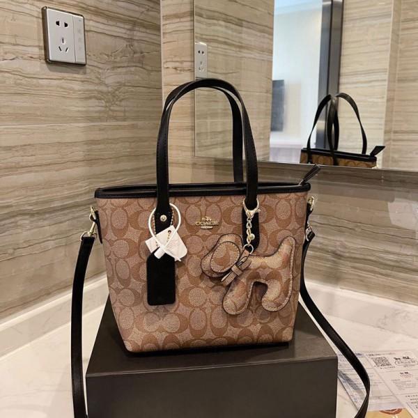 コーチブランドおしゃれハンドバッグ大人っぽいファッション斜め掛けカバンかわいい犬付き手提げバッグ高品質なバッグ