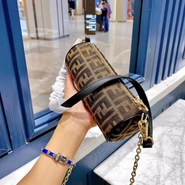 2021フェンディブランドレディースバッグおしゃれヴィンテージFFロゴ脇の下バッグ高級感人気 女ハンドバッグ高品質シリンダーチェーンバッグ